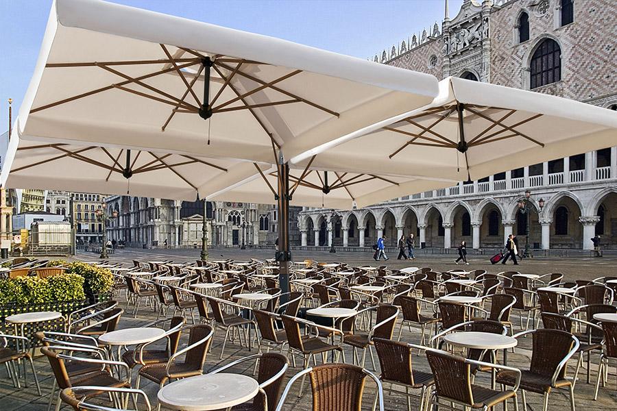 Ombrelloni Da Giardino A Verona.Ombrelloni Verona Tende Da Sole Verona Pergolati Verona